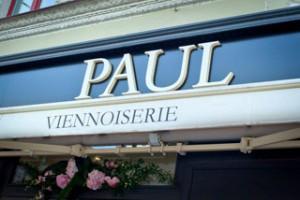 Французский багет в форме сердца ко Дню святого Валентина от сети кондитерских Paul холдинга Ginza Project