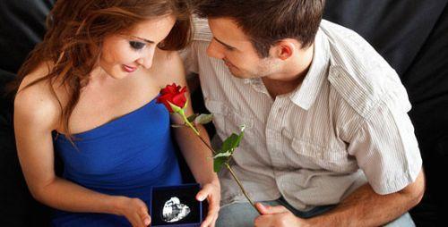 Что подарить девушке на День всех влюбленных?
