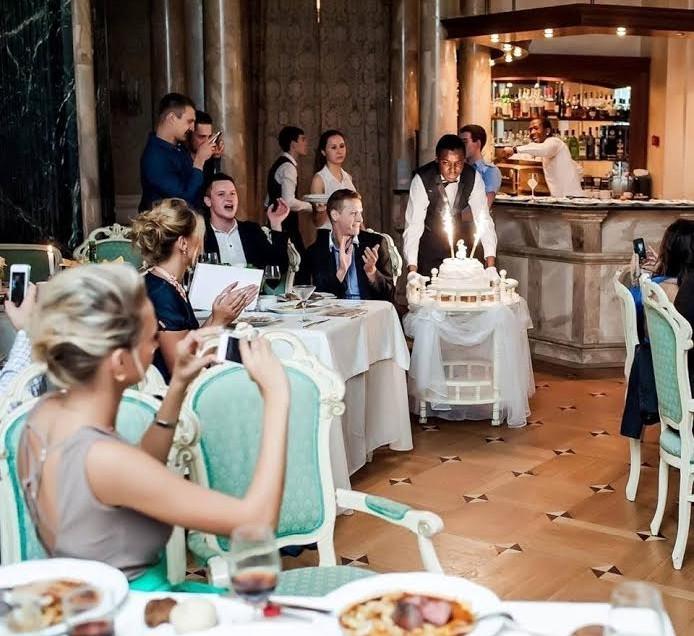 Московский ресторан «Riviere» — воплощение мечты с французским изыском и дворцовым великолепием