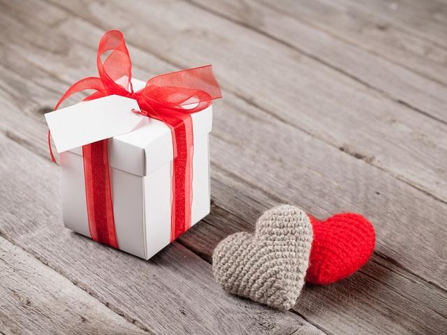 Чем порадовать любимую 14 февраля: подарочный ТОП 5