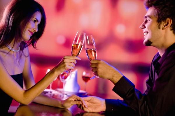 Что надеть на праздник Дня влюблённых: правила романтичного жанра